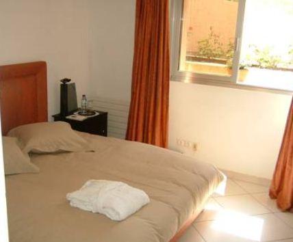 chambres d 39 h tes sur les hauteurs de nice avec piscine et adv130663. Black Bedroom Furniture Sets. Home Design Ideas