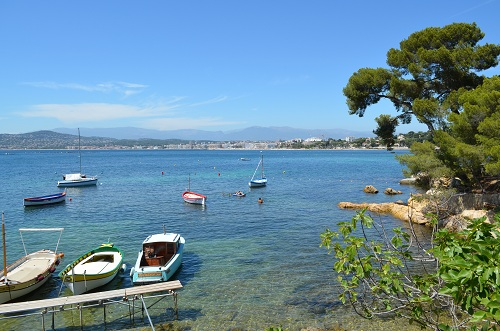 From the Abri de l'Olivette, view on the sea resort of Juan les Pins