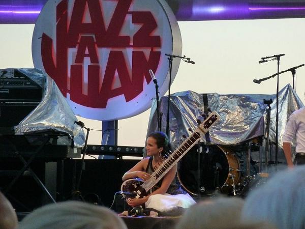Anoushka Shankar en première partie du festival Jazz à Juan 2012
