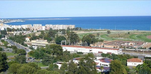 Vue de la baie des Anges à Cagnes sur Mer et de l'hippodrome de la Côte d'Azur
