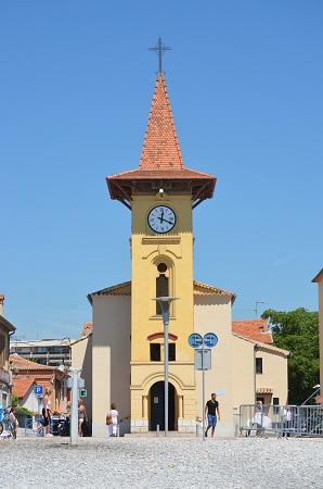 Le clocher jaune du Cros de Cagnes