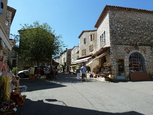 Rue principale de Gourdon 06