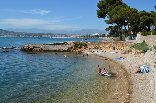 Cap d antibes beaches small creeks and quiet beaches l - Point p antibes ...