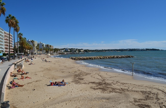 Public beach in Juan les Pins
