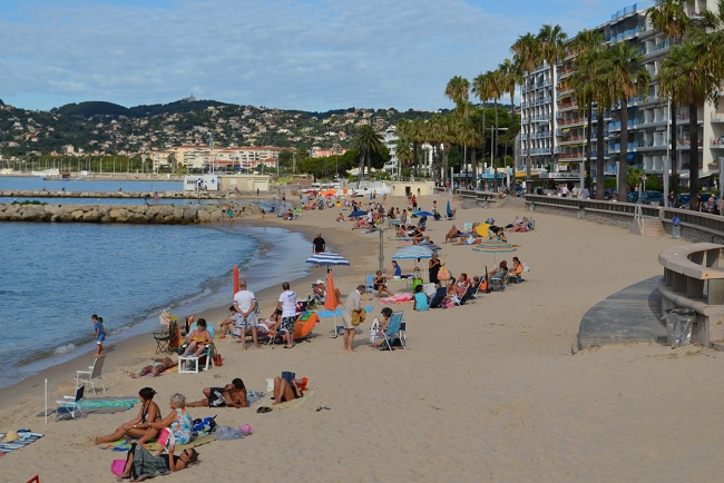 Sand beach in Juan les Pins