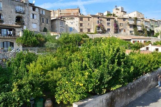 Vue sur le village de St Paul depuis les remparts